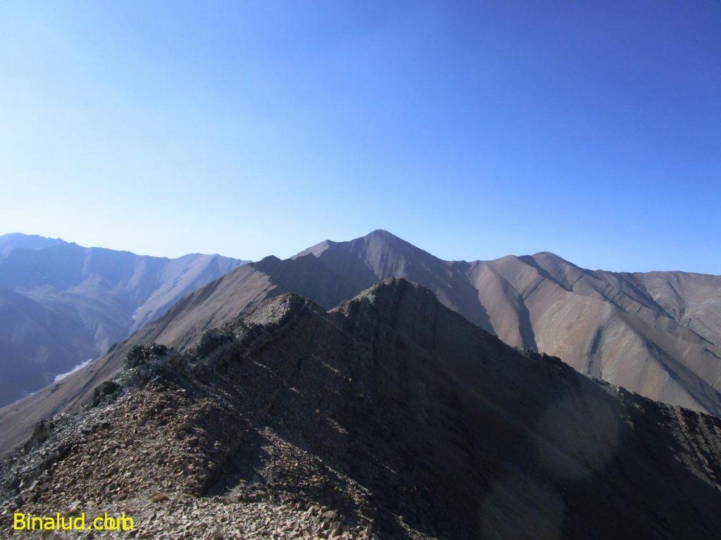 قله پالون گردن در انتهای مسیر مشخص است