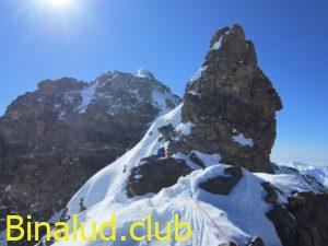 برج سنگی ویران کوه