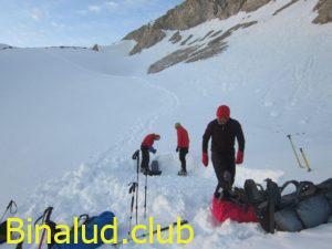 برقراری کمپ زیر قله گچ بزرگ